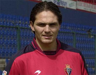 Rafael Olarra, en su presentaci�n como jugador de Osasuna en 2001