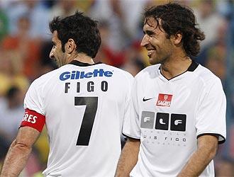 Figo y Ra�l, que siempre fueron grandes amigos, el pasado 26 de mayo en el torneo ben�fico que organiza el portugu�s