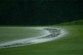 La lluvia oblig� a suspender la primera jornada.