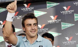 Fernando Alonso, en una firma de aut�grafos