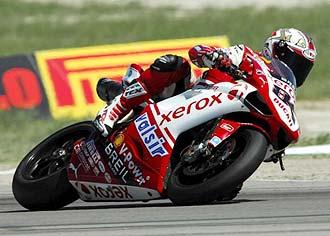Michel Fabrizio pilota su Ducati en la prueba estadounidense del Mundial de Superbikes.