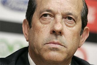 Manuel Llorente, con gesto serio, durante la rueda de prensa del pasado viernes en la que anunci� que el Valencia no traspasar� a David Villa