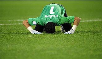 El portero de Egipto, Al Hadari, celebra la victoria ante Italia.