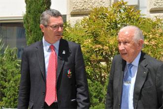 Alberto Ruiz Gallard�n junto a Juan Antonio Samaranch en Lausana.
