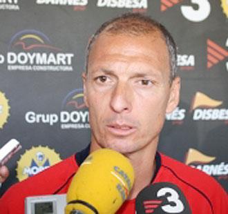 Miquel Olmo, durante una rueda de Prensa como entrenador del Girona