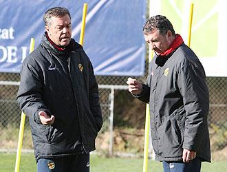 C�sar Ferrando y Quique Latasa, en la imagen durante un entrenamiento del N�stic, seguir�n dirigiendo los destinos del equipo de Tarragona