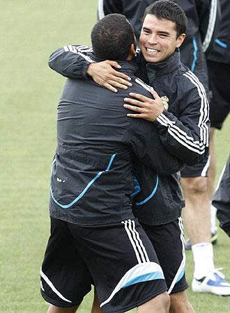 Saviola bromea en un entrenamiento del Madrid