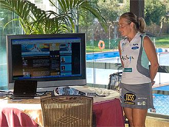 Carolina Navarro en un momento de la presentaci�n de su nueva p�gina web