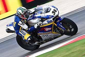 Gregorio Lavilla pilota la Ducati del equipo Guandalini en el circuito de Misano.