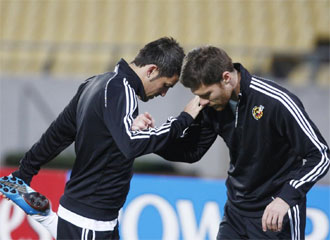 Villa y Xabi Alonso, durante un entrenamiento de la selecci�n.