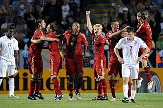 Los alemanes celebran la victoria tras el pitido final