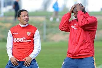 Mosquera y Adriano durante un entrenamiento.