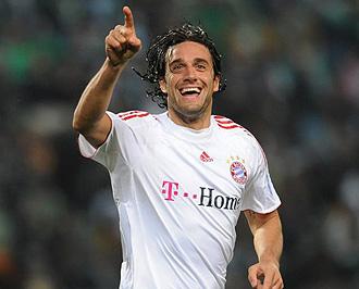 Luca Toni celebrando un gol con el Bayern