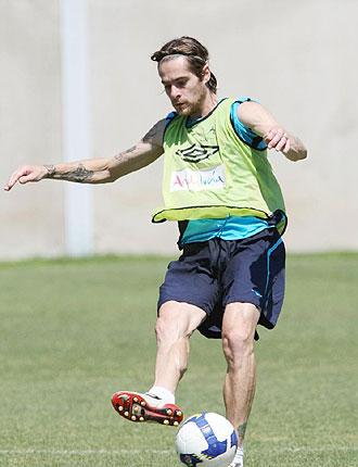 Miguel Angel, durante un entrenamiento con el Málaga durante esta temporada