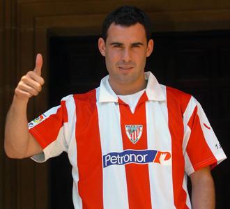 De Cerio celebra su fichaje por el Athletic