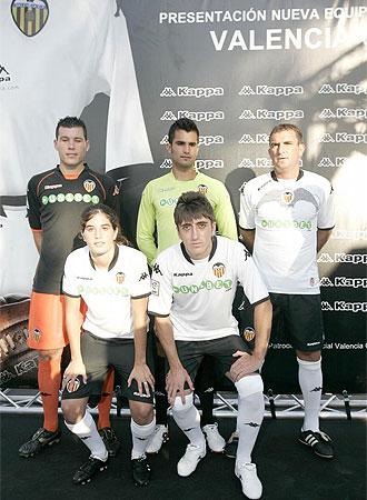 Imagen de las diferentes equipaciones que el Valencia vestirá la próxima temporada.