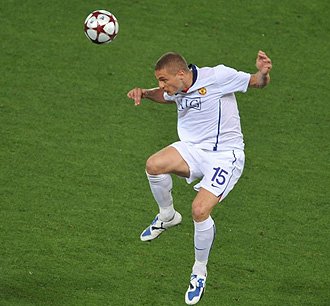 Nemanja Vidic jugando con el United