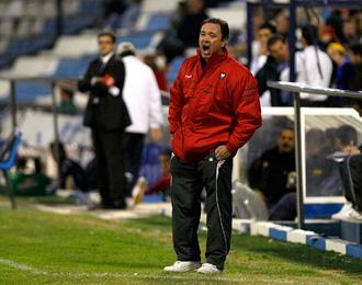 El entrenador confía en la permanencia del equipo murciano