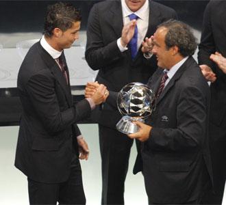 Platini critica lo gastado por Cristiano Ronaldo.