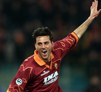 Montella celebrando un gol en su mejor �poca en Roma
