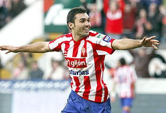 David Barral celebra un gol con el Sporting de Gijón