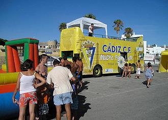 El bus del Cádiz durante su recorrido