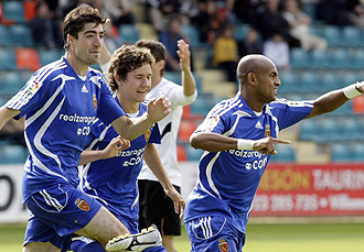 Ander celebra un gol junto a Arizmendi y Ewerthon