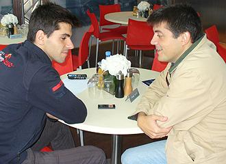 Jaime Algersuari atiende al redactor de MARCA Miguel Sanz.