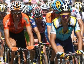 Los ciclistas en una etapa del Tour