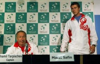 Shamil Tarpischev junto a Marat Safin.