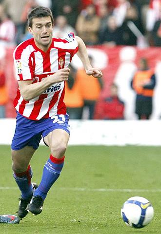 Kike Mateo podría jugar la próxima temporada en el Murcia, siempre que consiga rescindir su contrato con el Sporting