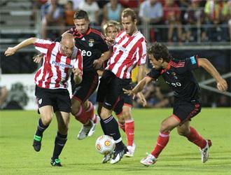 Lance del encuentro entre el Athletic y el Benfica.