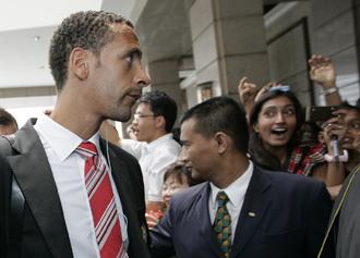 Rio Ferdinand llega al hotel Mandarin Oriental en Kuala Lumpur