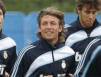 Heinze sonríe en un entrenamiento en Irlanda.