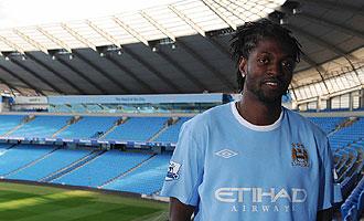 Adebayor, durante la presentación como nuevo jugador del Manchester City.