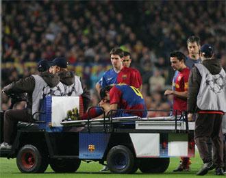 Momento en el que Rafa M�rquez cay� lesionado ante el Chelsea en la recta final de la pasada temporada.