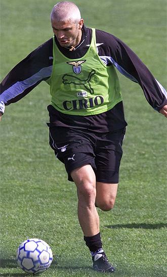 Ravanelli, durante un entrenamiento con la Lazio