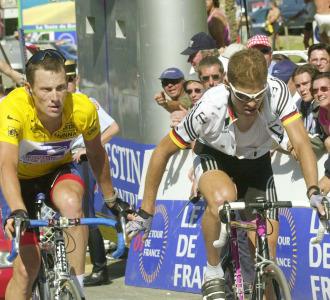 Armstrong y Ullrich en el Tour de Francia de 2001.