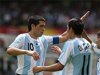 Riquelme celebra un gol en los Juegos Olímpicos de Pekín.