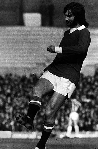 George Best, jugando con el Manchester United en la temporada 68-69