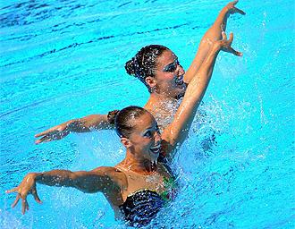 Gemma Mengual y Andrea Fuentes, durante su ejercicio
