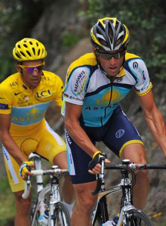 Lance Armstrong junto a Alberto Contador.