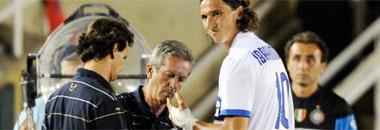 Ibrahimovic es atendido en la banda