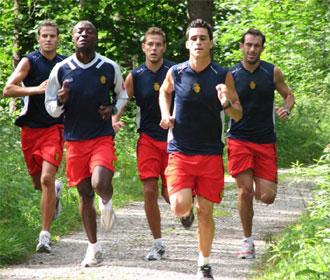 Los jugadores del Mallorca se ejercitaron en el bosque.