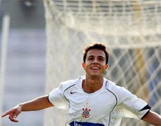 Nilmar celebra un tanto con el Corinthians