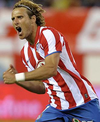 Diego Forl�n celebra un gol con el Atl�tico