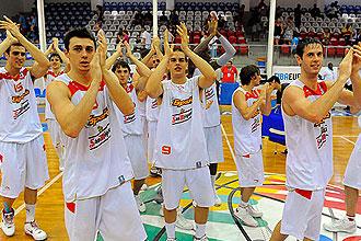 El equipo español celebra la victoria ante Turquía