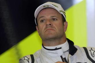 Rubens Barrichello con semblante serio.