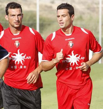 Fla�o (d) y Ricardo (i), durante un entrenamiento de Osasuna.