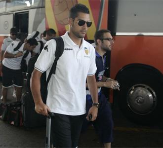 Moy�, a su llegada al aeropuerto de Valencia para coger el avi�n que llev� al equipo valencianista a tierras holandesas para iniciar la pretemporada